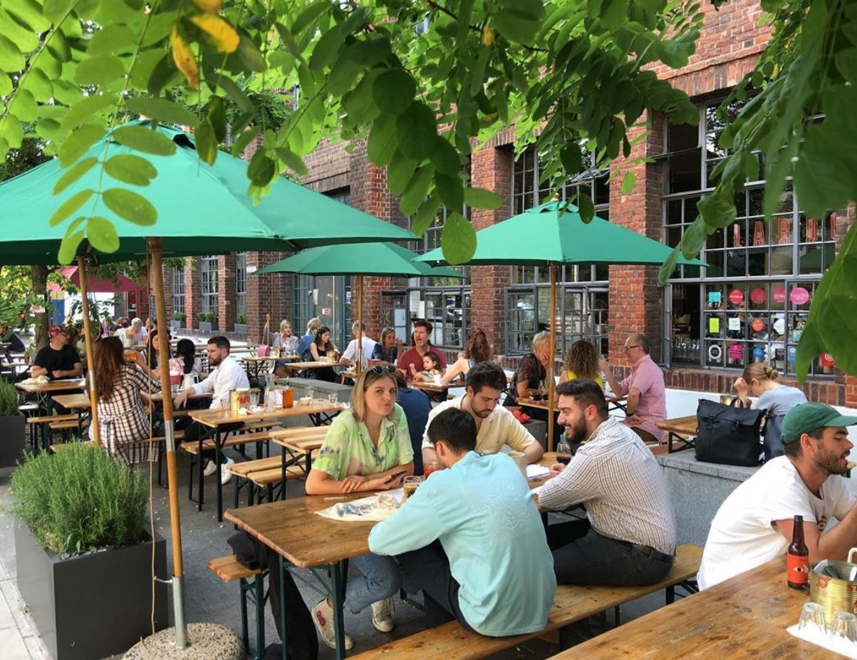 LIVE - Covid-19: England reopens its shops and terraces