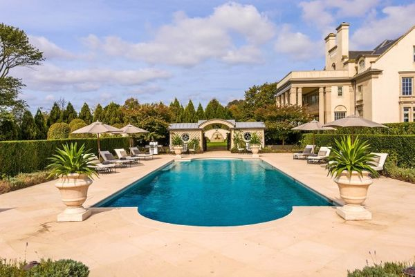 How  Shoe Designer Vince Camuto's Water Mill Estate Sold For An Astonishing $72 Million