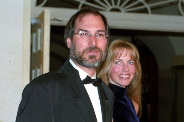 Did Steve Jobs Smell Bad? The Craziest Stories About A Mad Genious Who Had A Fruit Only Diet.