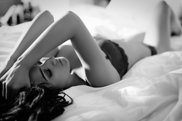 Body Positivity : How Boudoir Photography Is Used By Women Who Choose To Embrace Their Body And Increase Love For Self